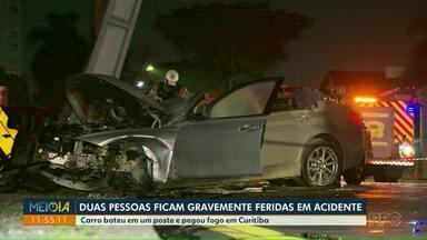 Carro bate em um poste e pegou fogo, em Curitiba - Duas pessoas ficam gravemente feridas no acidente.