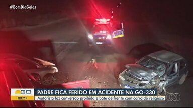 Padre fica ferido em acidente de carro em Anápolis - Motorista do outro carro fez curva irregular e bateu no veículo do frei.