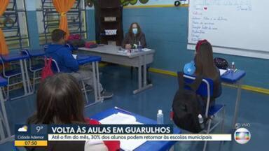 Cidades da região metropolitana de São Paulo retomam aulas presenciais na rede pública municipal - Guarulhos terá limite de 30% dos alunos até o fim do mês.
