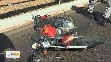 Motociclista fica ferido em acidente na GO-060, em Goiânia - Rodovia ficou congestionada.