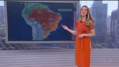 Temperaturas voltam a ficar altas no Sul e no Sudeste - Em algumas cidades e capitais as temperaturas encostam ou até passam dos 30 graus na tarde de hoje. Só que amanhã já tem virada no tempo no Sul. Uma frente fria deve provocar temporal e queda de temperatura no Rio Grande do Sul e em Santa Catarina.