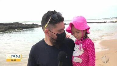 Potiguares aproveitam Dia dos Pais nas praias de Natal - Potiguares aproveitam Dia dos Pais nas praias de Natal