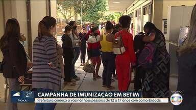 Betim começa a vacinar contra a Covid-19 adolescentes de 12 a 17 anos com comorbidades - A vacinação ocorrerá das 9h às 17h. Enquanto isso, entre adultos, município vai vacinar, nesta segunda (09), os de 36 anos.