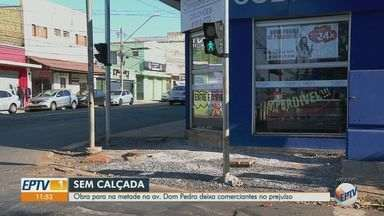 Obras paradas de corredor de ônibus afetam comerciantes em Ribeirão Preto, SP - Problema ocorre na Avenida Saudade e na Avenida Dom Pedro. Comerciantes temem que obras não acabem até o Natal de 2021.