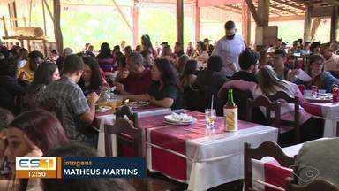 Restaurantes registram aumento no movimento no almoço do Dia dos Pais - Assista.