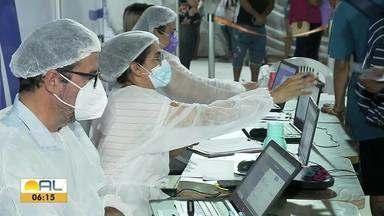 Profissionais que trabalham nos bastidores têm contribuído para vacinação em Maceió - Trabalho tem sido árduo, mas gratificantes para eles.