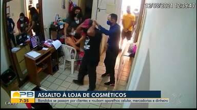 Casal se passa por clientes e assalta loja de cosméticos, em Bayeux - Momento do crime foi registrado pelas câmeras de segurança do local.
