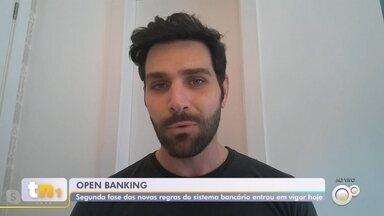 Nova fase do open banking entra em vigor nesta sexta-feira - Entrou em vigor nesta sexta-feira (13) a segunda fase do open banking no Brasil, um conjunto de novas regras entre instituições bancárias e clientes. A promessa é que a medida crie mais concorrência entre os bancos e as taxas fiquem mais baratas para os clientes.