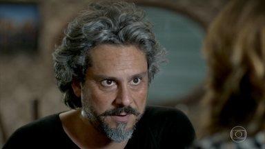 José Alfredo pede ajuda a Cristina para conhecer os seus netos - Comendador afirma que não vai permitir que Maurílio tome conta da Império