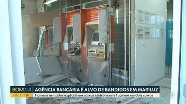 Agência bancária é alvo de bandidos em Mariluz - Homens armados explodiram caixas eletrônicos e fugiram em dois carros.