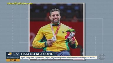 Medalhista de prata, Jovane Guisson retorna ao RS com festa e desfile - Atleta é natural de Barros Cassal e mora em Esteio, na Região Metropolitana.