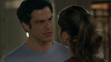 Eric se incomoda com as perguntas feitas por Luiza - Luiza diz que não quer irritar Eric