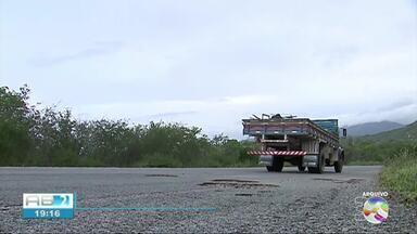 PE-145 apresenta perigos para os motoristas - Rodovia que dá acesso a Brejo da Madre de Deus está em péssimas condições.