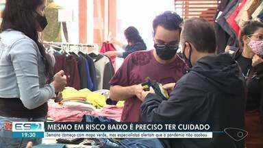 Especialistas alertam para a importância de manter o uso de máscara em risco baixo - Assista.