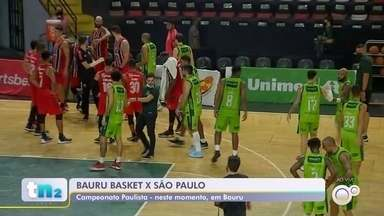 Bauru Basket disputa contra o São Paulo pelo Campeonato Paulista - O Bauru Basket joga contra o São Paulo pelo Campeonato Paulista na noite desta segunda-feira (13). A partida começou às 18h.