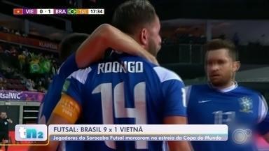 Seleção brasileira estreia com goleada na Copa do Mundo de Futsal - A seleção brasileira estreou com goleada na Copa do Mundo de Futsal, na Lituânia. A partida contra o Vietnã teve os quatro jogadores do Sorocaba Futsal em quadra. Dois deles fizeram gols.