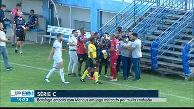 Botafogo-PB e Manaus empatam em jogo com muita confusão - Partida foi válida pela Série C do Brasileirão.