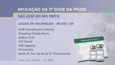 Rio Preto vacina com Pfizer moradores que agendaram 2ª dose da AstraZeneca - São José do Rio Preto (SP) começa nesta terça-feira (14) a imunizar as pessoas que estão com a segunda dose da AstraZeneca em atraso. De acordo com a Secretaria de Saúde, os moradores que deveriam completar o esquema vacinal entre os dias 1º e 15 de setembro receberão a segunda dose da Pfizer.