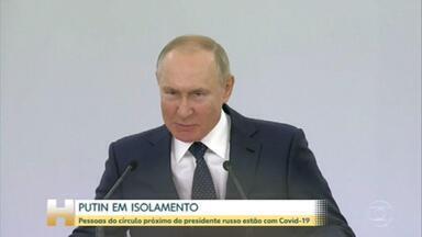 Putin decide se isolar, depois de ter contato com pessoas infectadas pelo coronavírus - Presidente russo já tomou as duas doses da vacina Sputnik-V, produzida na Rússia. Mas Kremlin segue medidas rígidas de segurança para proteger Putin.