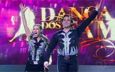 Paola Oliveira e Átila Amaral empolgaram a galera ao som do country