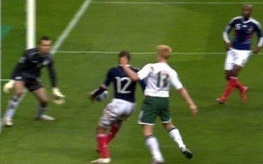 França se classifica para Copa 2010 com gol ilegal
