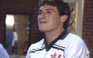 Em 1998, Corinthians contrata o zagueiro Gamarra