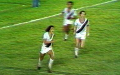 Em 1976, Roberto Dinamite marca golaço sobre o Botafogo pelo Cariocão