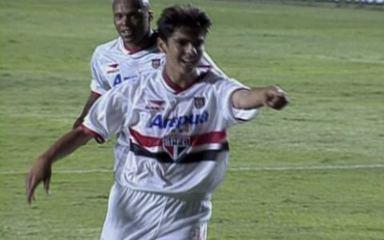 Em 2001, revelação Kaká comanda São Paulo na conquista do Torneio Rio-São Paulo