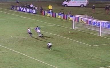 Em 2003, Aristizábal marca três, Deivid outro e Cruzeiro Coritiba por 4 a 3 pelo Brasileiro