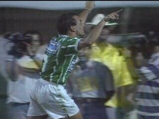 Em 1994, Palmeiras derrota Corinthians por 3 a 1 pelo Campeonato Brasileiro