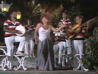 Beth Carvalho canta sucesso do Cacique de Ramos
