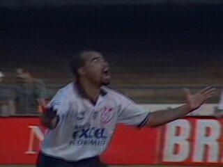 Em 1997, Corinthians e Palmeiras empatam em 2 a 2 pelo Campeonato Brasileiro
