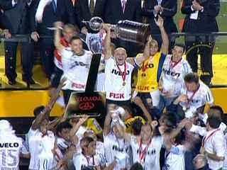 Corinthians vence a Taça Libertadores da América pela primeira vez