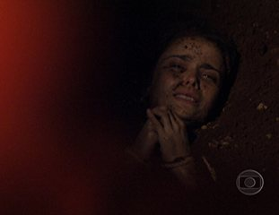 Em 'Avenida Brasil', Carminha enterra Nina viva