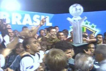 Em 2002, Corinthians empata em 1 a 1 com Brasiliense e é campeão da Copa do Brasil
