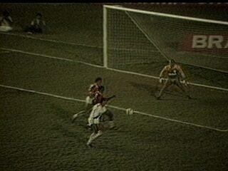 Em 1988, com gol de placa de Vivinho, Vasco vence a Portuguesa