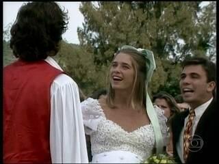 Letícia Spiller lembra primeiro casamento na TV em 'Quatro por Quatro'