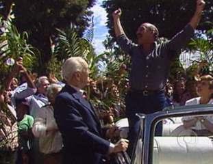 O Salvador da Pátria: Sassá é ovacionado pela população