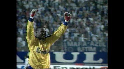 Relembre a passagem de Willian Andem a meta do Cruzeiro nos anos 90