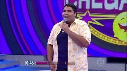 Paulo Vieira se apresenta de cara limpa