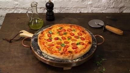 Como fazer massa de pizza caseira? Assista ao vídeo e aprenda!