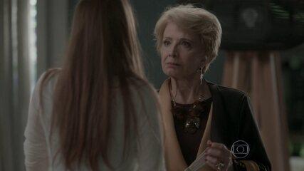 Stelinha ensina bons modos para Eliza