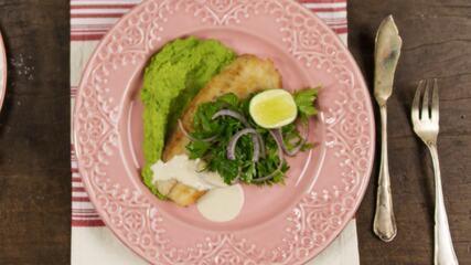 Receita de filé de peixe com purê de ervilhas e hortelã