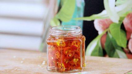 Aprenda a fazer conserva de pimenta-dedo-de-moça