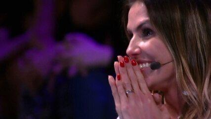 Deborah Secco é surpreendida por Hugo Moura no 'Tamanho Família'