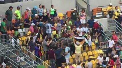 Briga entre torcedores no jogo entre Del Potro e João Sousa, na quadra central do tênis