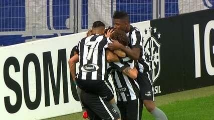 Gol do Botafogo! Canales recebe livre na área a abre o placar aos 20' do 2º Tempo