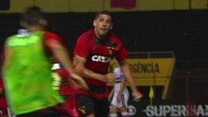 Gol do Sport! Diego Souza acerta lindo voleio no ângulo e faz golaço aos 42' do 1º Tempo