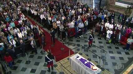 Milhares se reúnem na Catedral da Sé para último adeus a Dom Paulo Arns