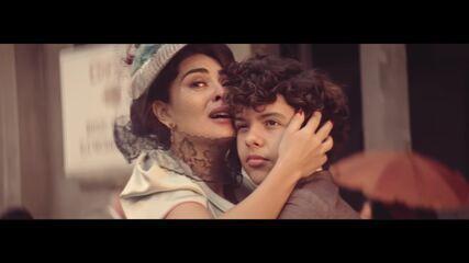 'Dois Irmãos': Zana vive uma relação intensa com os filhos gêmeos Omar e Yaqub